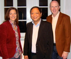Rolando B. Victoria, dem Leiter von ASKI Philippinen mit Ilona und Rainer Wälde